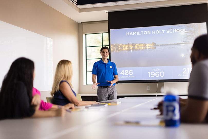 A Hamilton Holt School counselors leads an informaation session at Rollins.